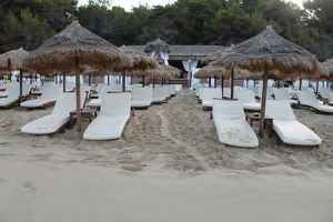 Turtle track through sunbeds on Makris Gialos